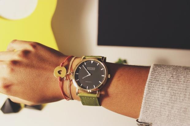 Uhr mit grünem Armband